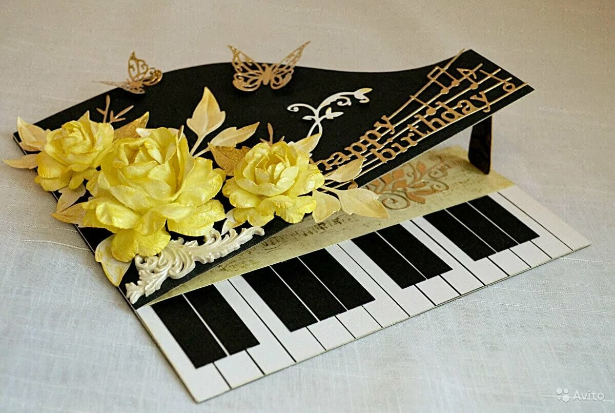Днем рождения, открытка с фортепиано