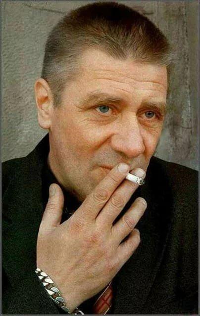 Мексиканский актер с усами фото и названия зеленые легкие
