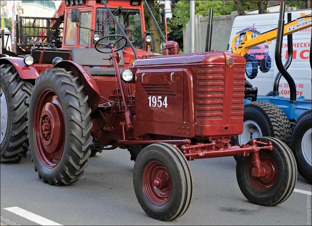 Картинка первого трактора