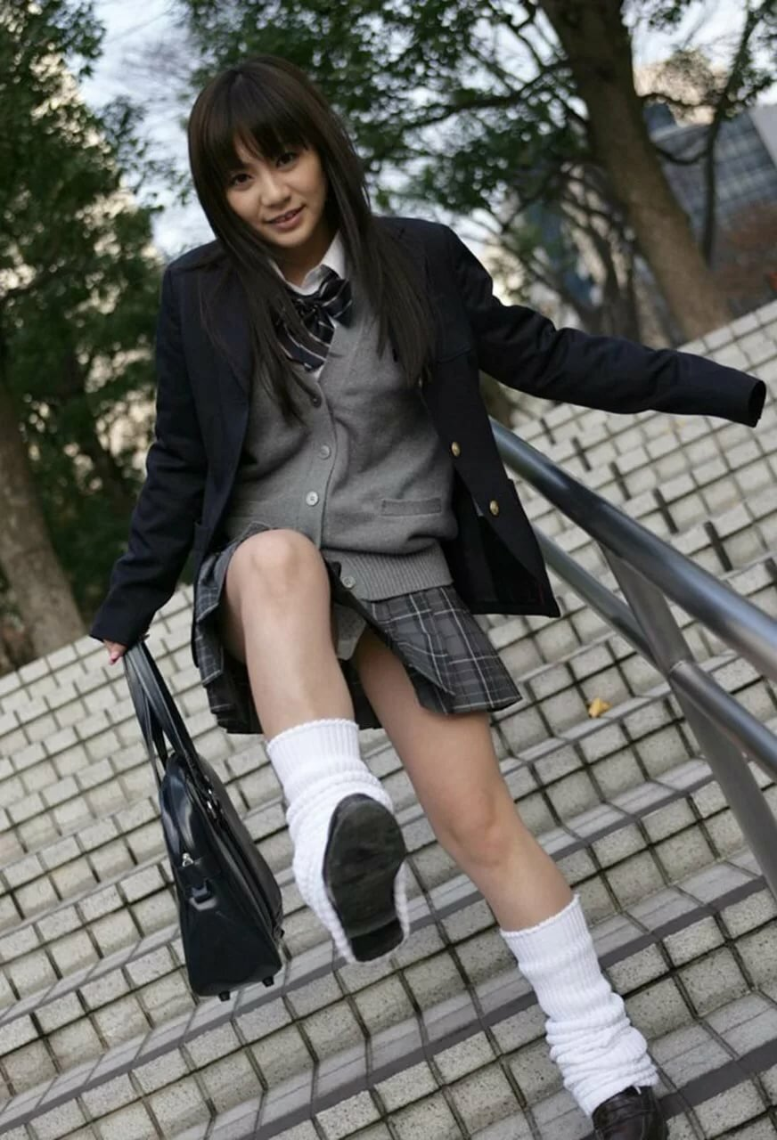 Pissing japan schoolgirl — pic 14