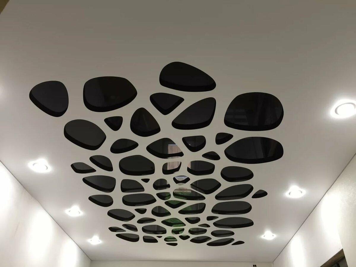 средних цен резные натяжные потолки фото баг