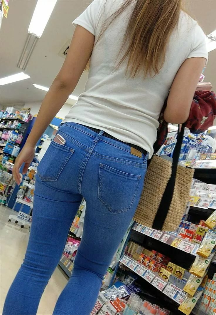 Young teen ass in jeans perfect
