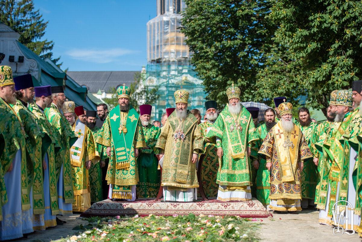 Тысячи православных украинцев вместе со своим Предстоятелем молитвенно отметили день его Ангела