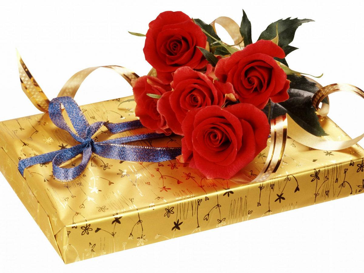 Цветы и подарки открытки