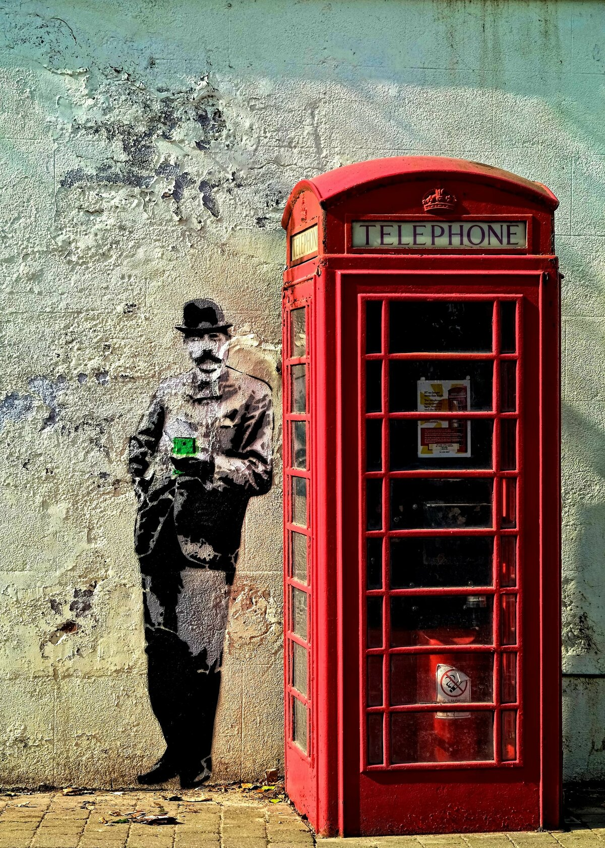 картинка человек и телефонная будка артистки были