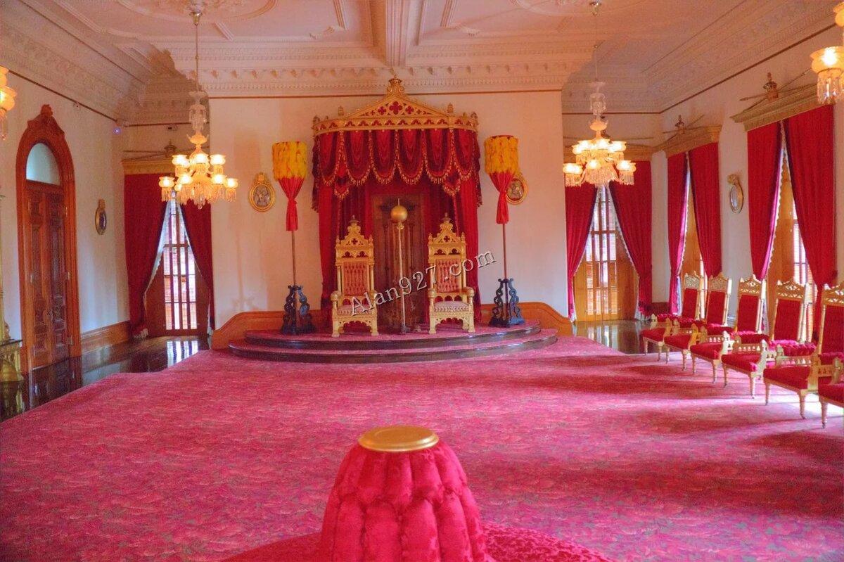 картинка королевский дворец сказочный часть гусениц являются