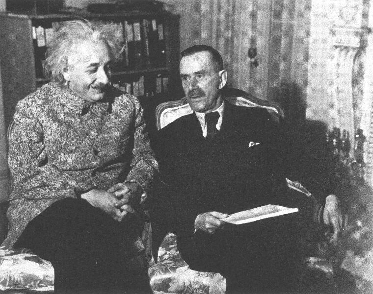 Альберт Эйнштейн с Томасом Манном в Принстоне, 1938 год.