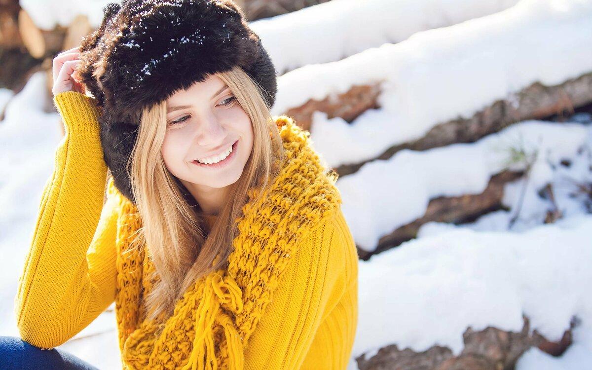 Картинка девушка в шапочке