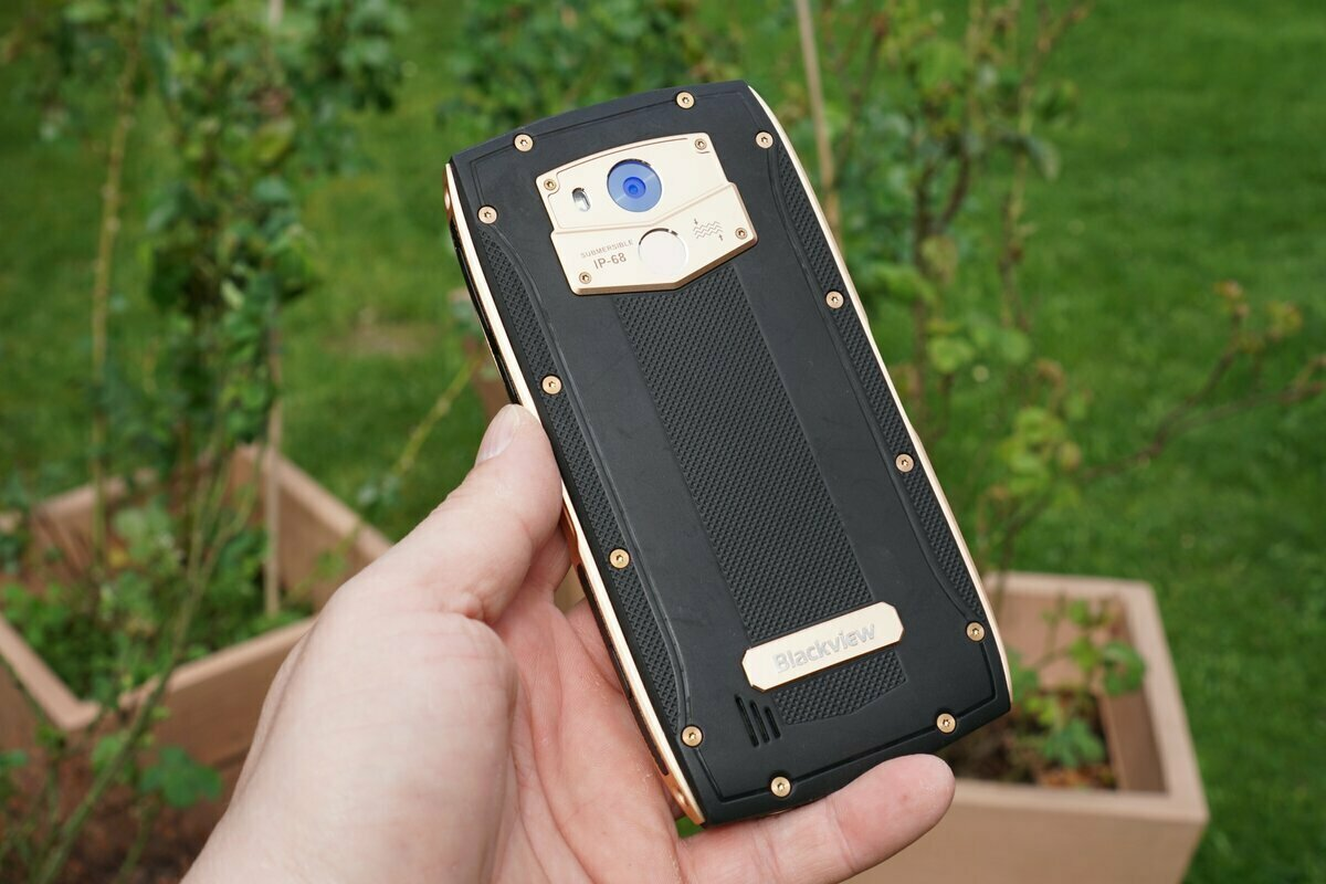 Сверхпрочный смартфон blackview BV7000 Pro в Братске