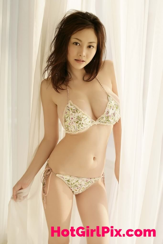 Anri Sugihara Hot Japanese Gravure Idol Girl Booty Of The Day 1