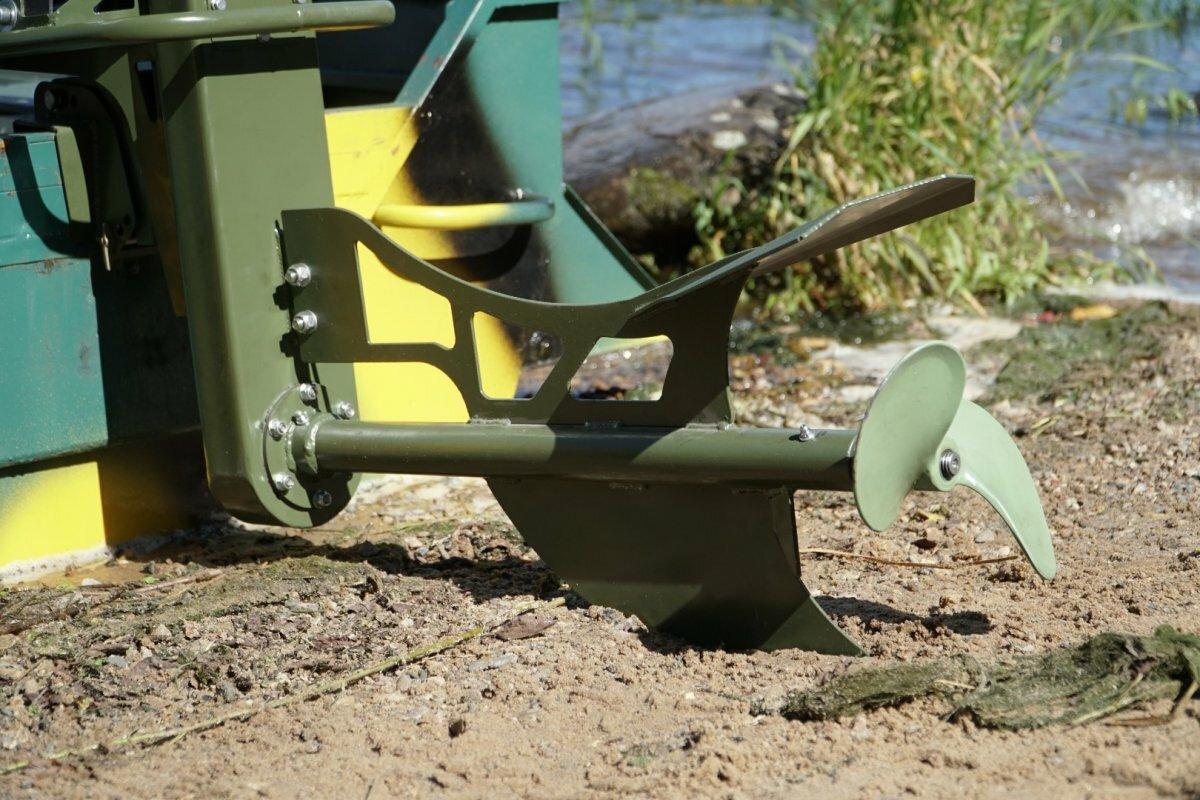 Лодочный мотор-болотоход Бурлак