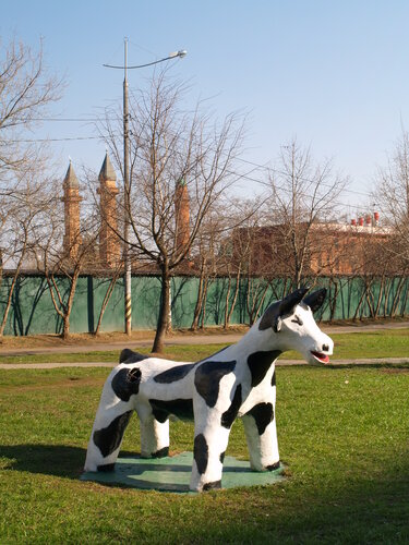 корова скульптура