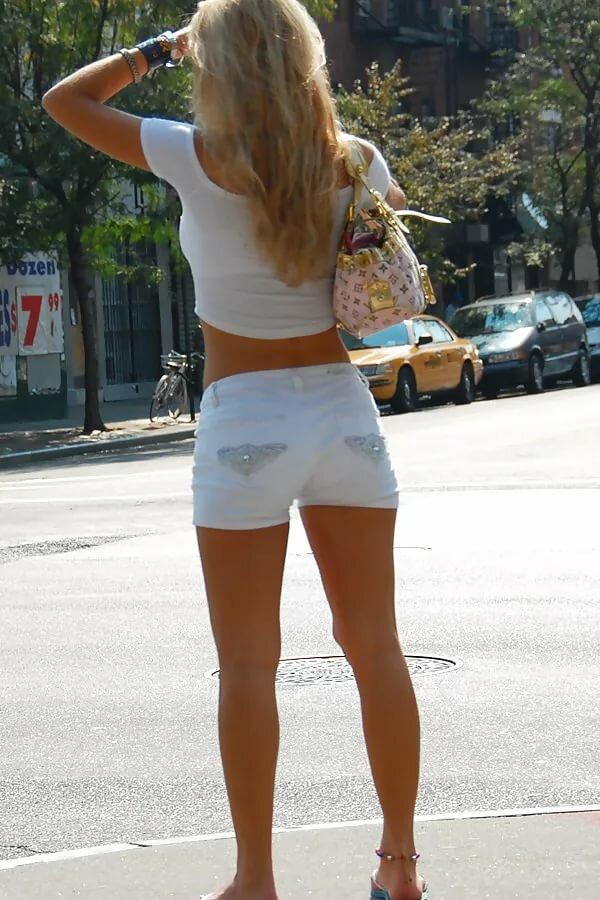 Teen girls wearing booty shorts — photo 4