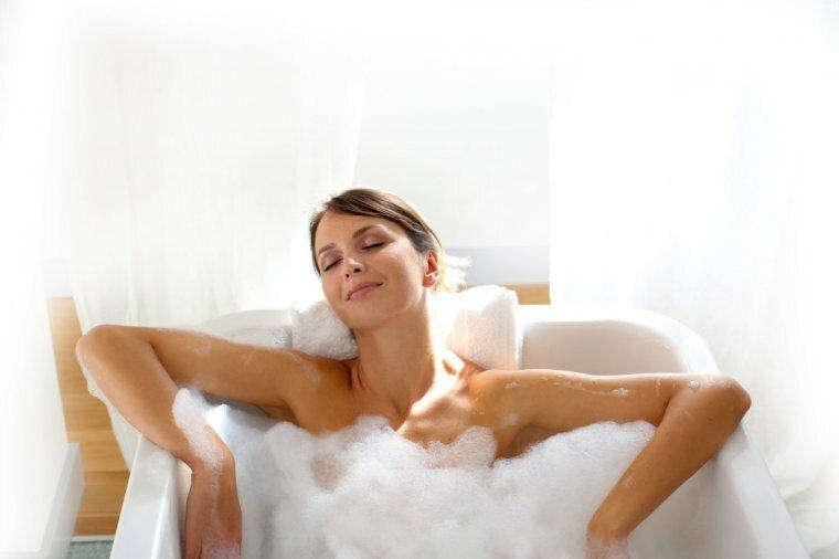 девушка в ванне видео отношении