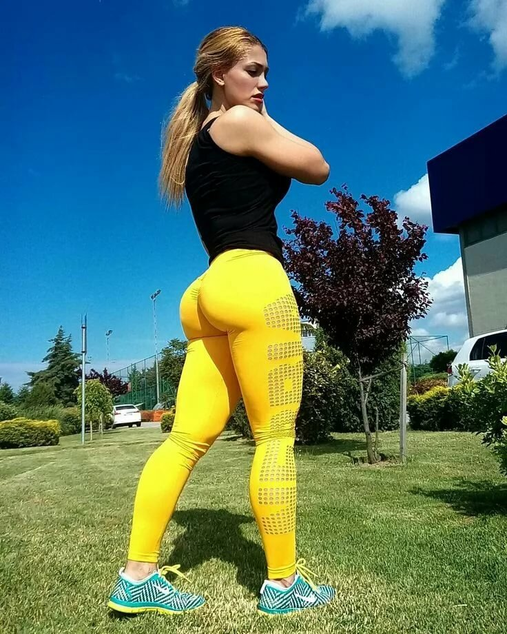 Sexy ass in yellow, wold sex com