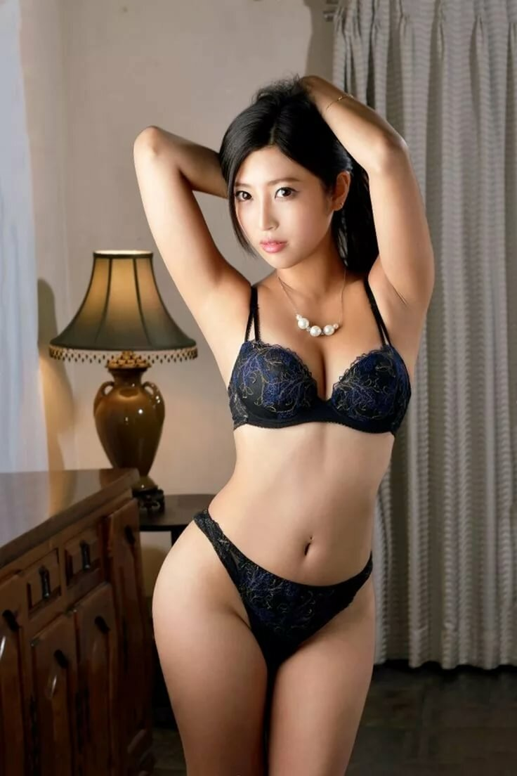 Asian in black lingerie, supermodel sex pics
