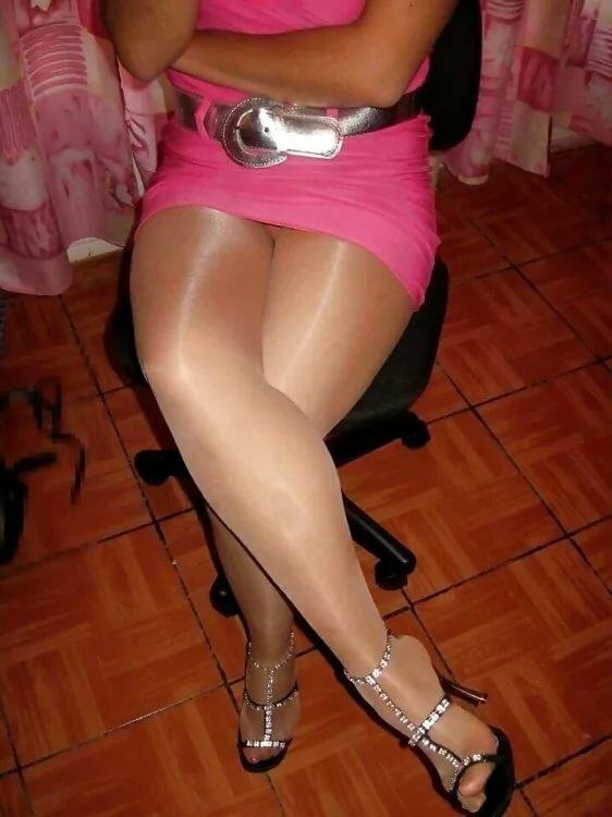 конце зрелые женщины в блестящих колготках частные фото жопу расширитель она