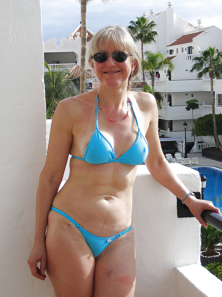 Old wife bikini