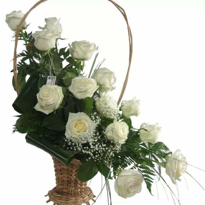 Открытка корзина с белыми розами