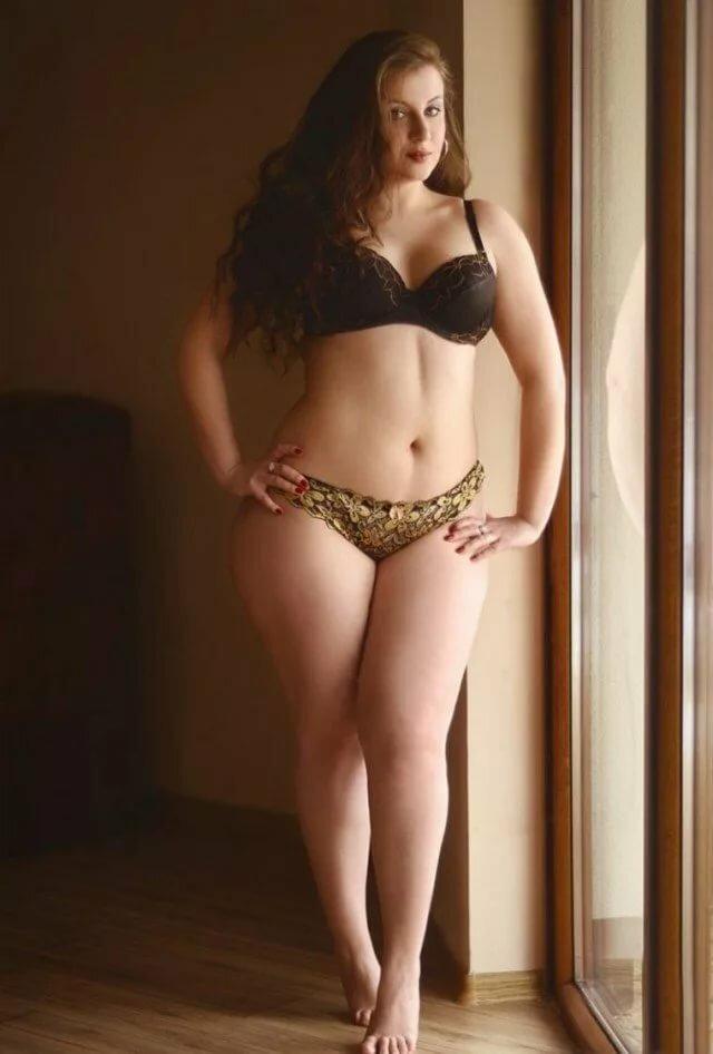 Мужчин женщин голые с пышными телами огромная