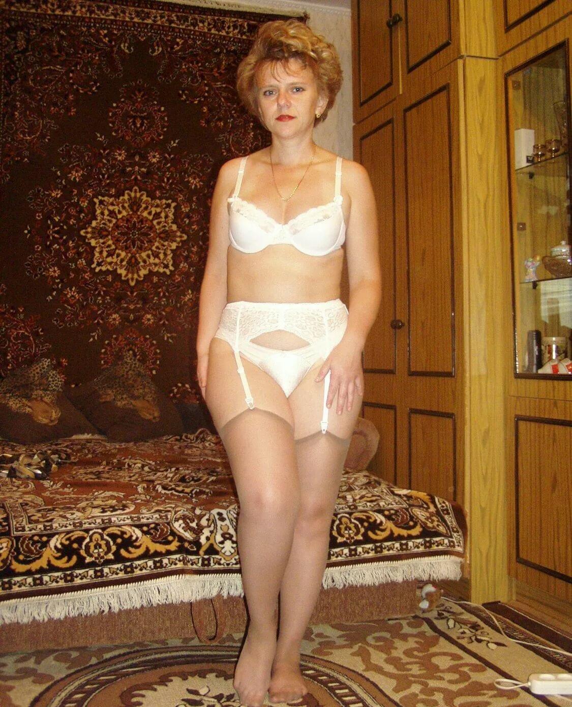 Облегающем пикантные домашние снимки женщин фото изврат