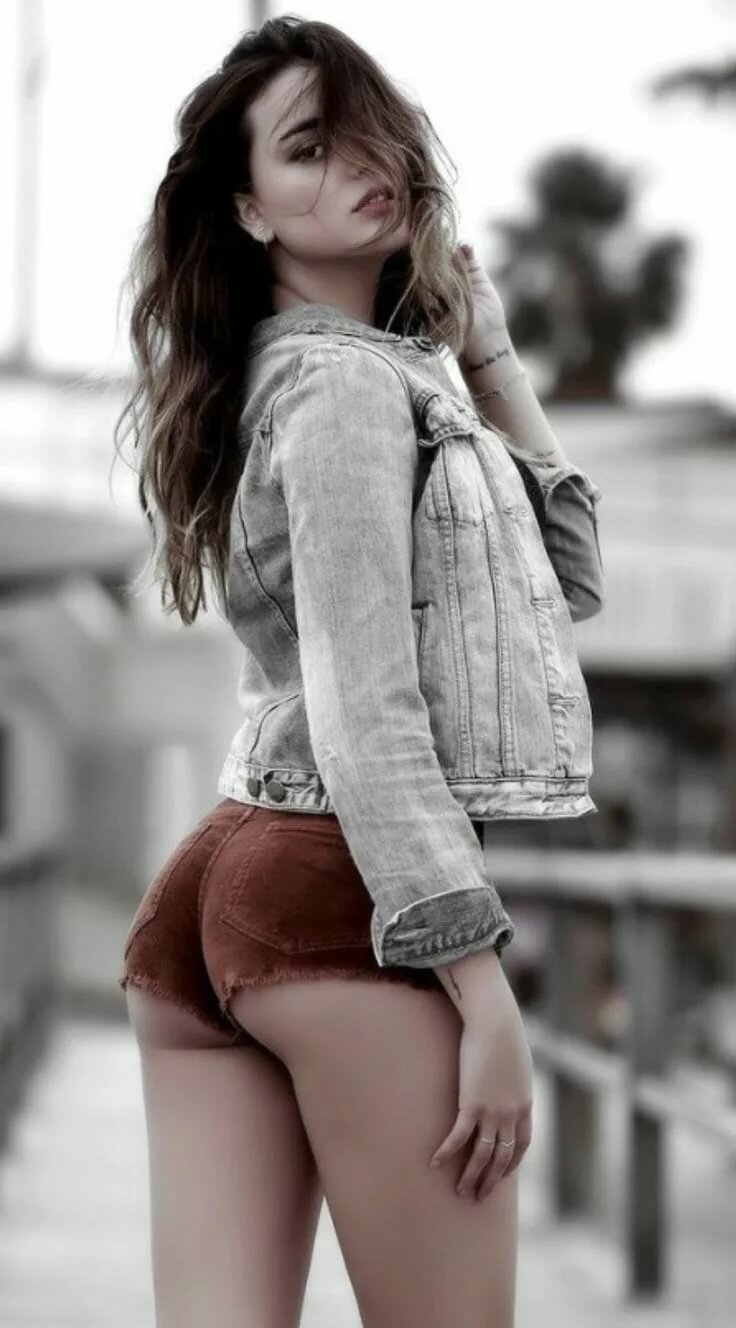 Sexy young girls in shorts