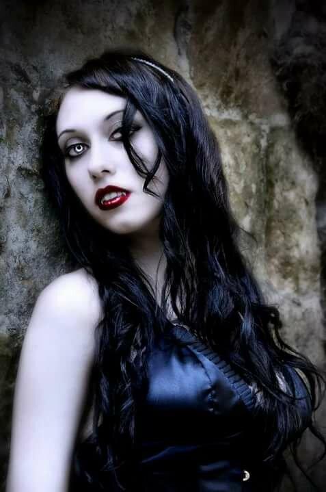 Марта, картинки вампирши
