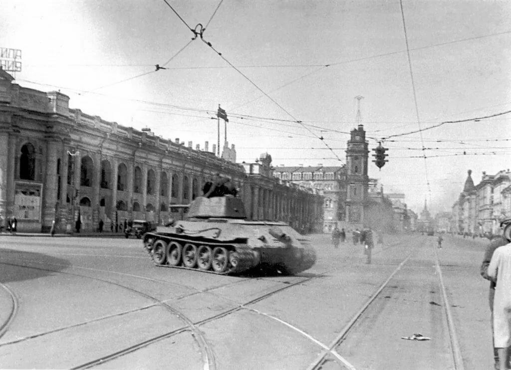 городских новостей крупнейший военный фотоархив ленинграда и москвы знаменитые режиссеры ведущие