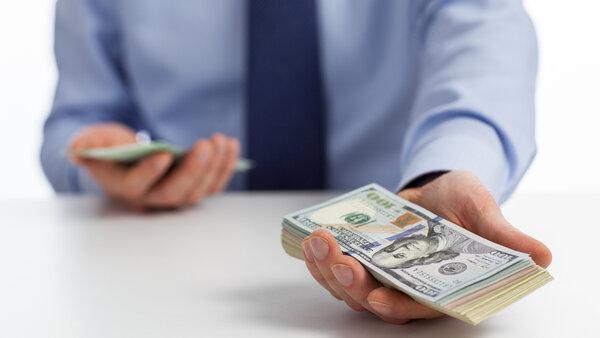 Возьму деньги под залог в смоленске машина находится в залоге но должник продал его третьему лицу
