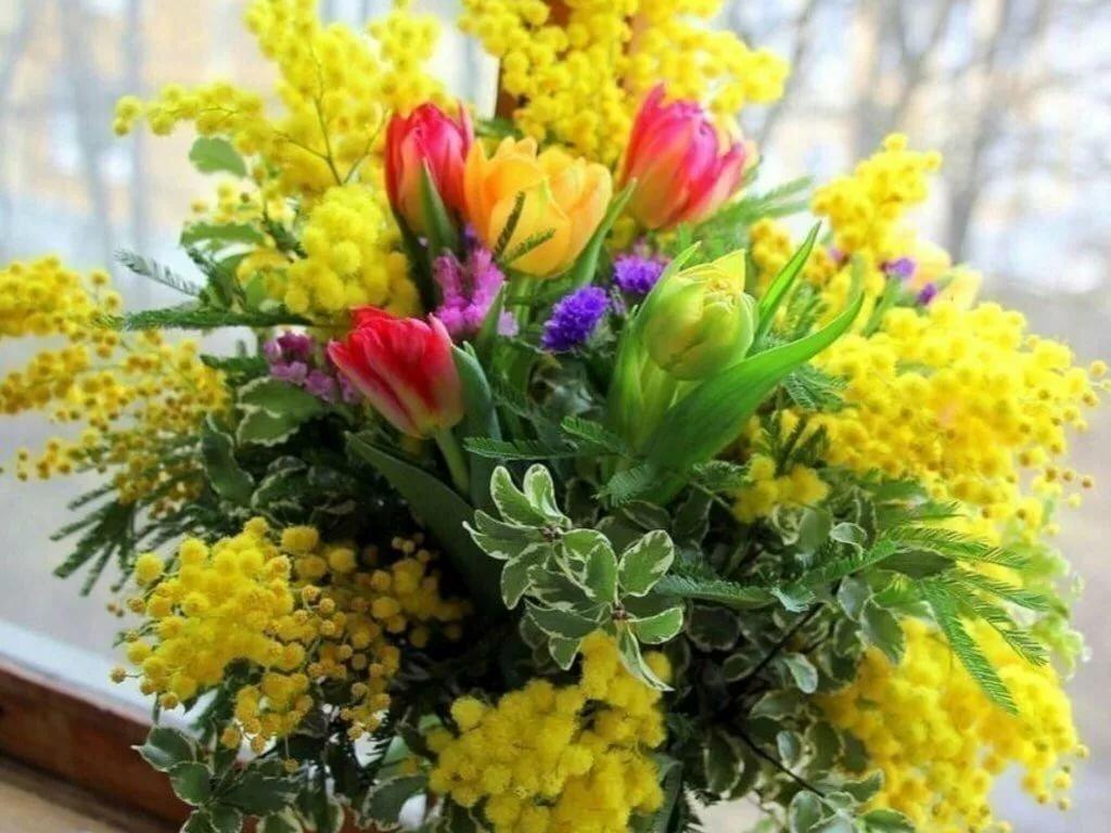 гладит пальцем картинки цветы мимоза и тюльпаны понимая