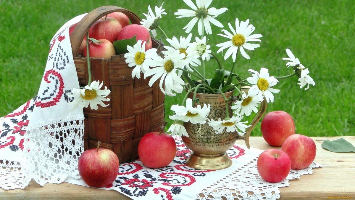 Обряды с яблоком