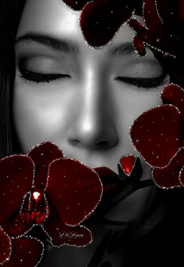 Открытка женщина в сиреневом цвете, открытку