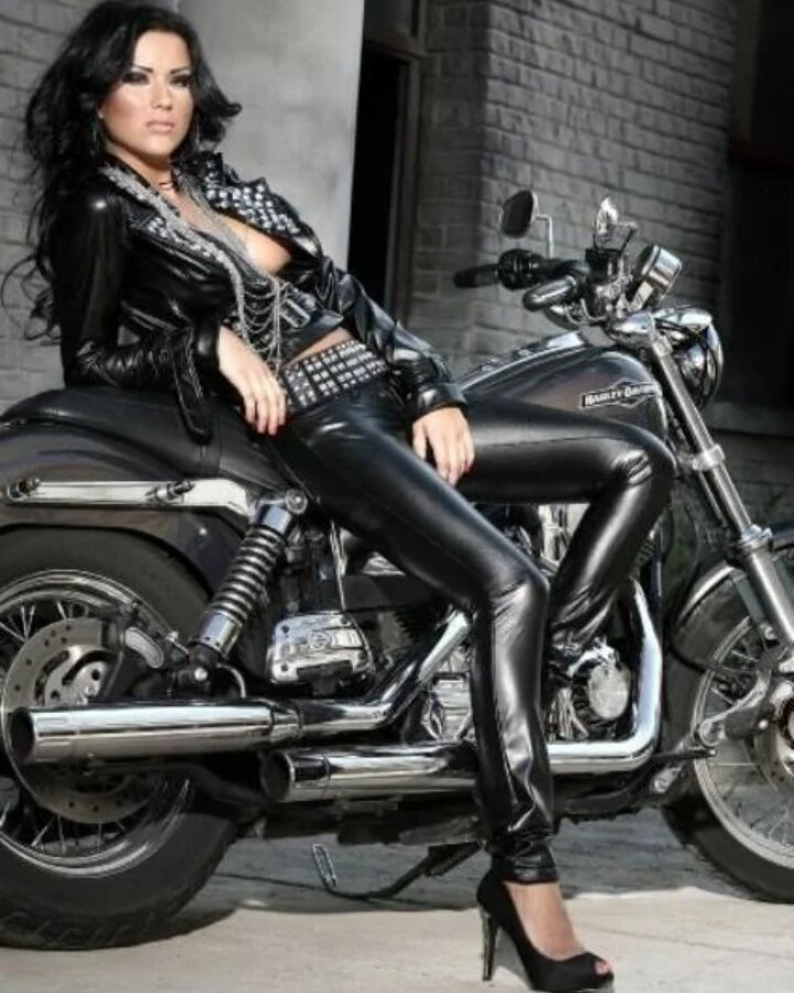 young-desi-sexy-black-leather-motorcycle-gear-for-women-girl-frind