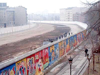 13 августа 1961 года начато сооружение Берлинской стены