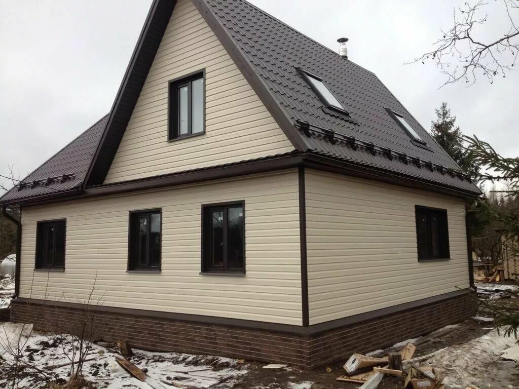 какой сайдинг подходит к коричневой крыше