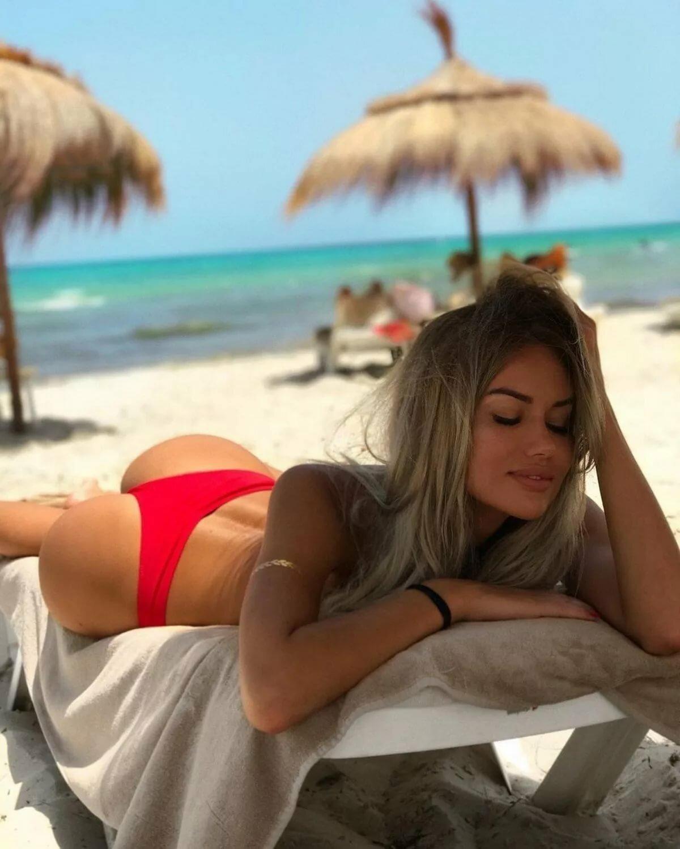Картинки девушки на пляже в турции