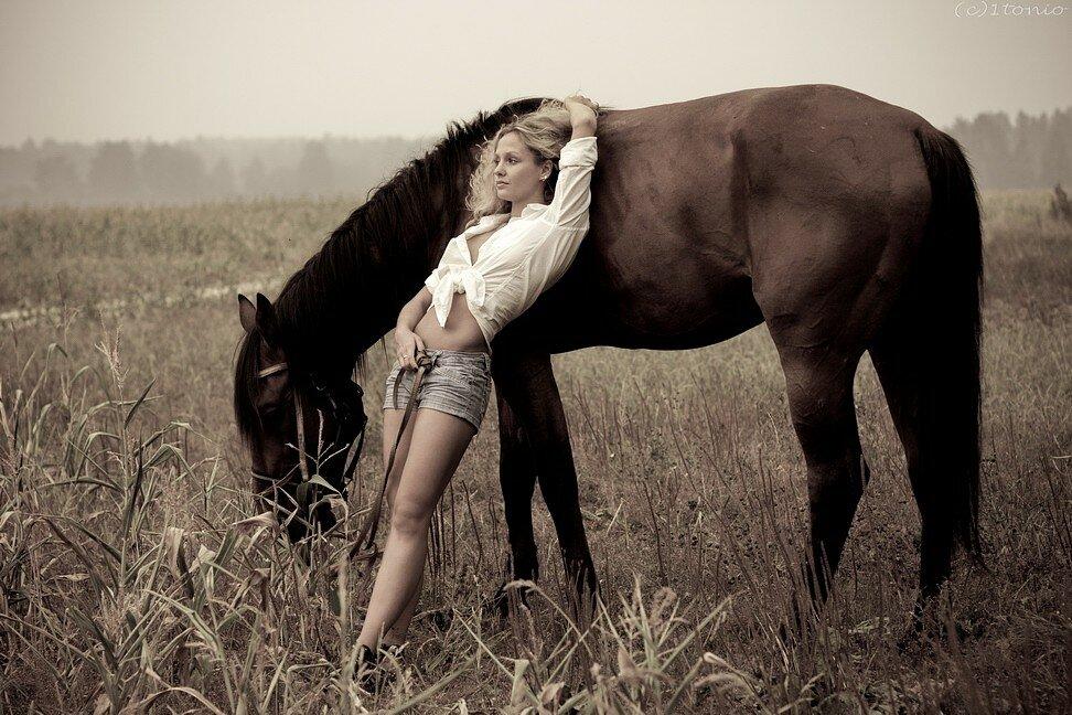 Картинки девушек под конем
