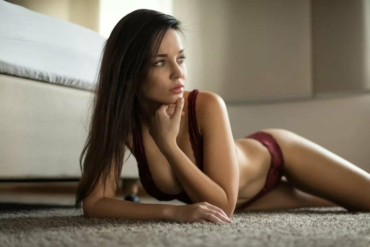 brunette-naked-video