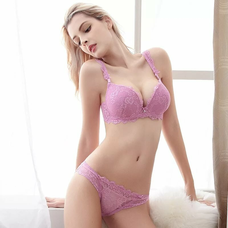 Sizzling Hayden Winters Young Model Sexy Pink Bra Images 1