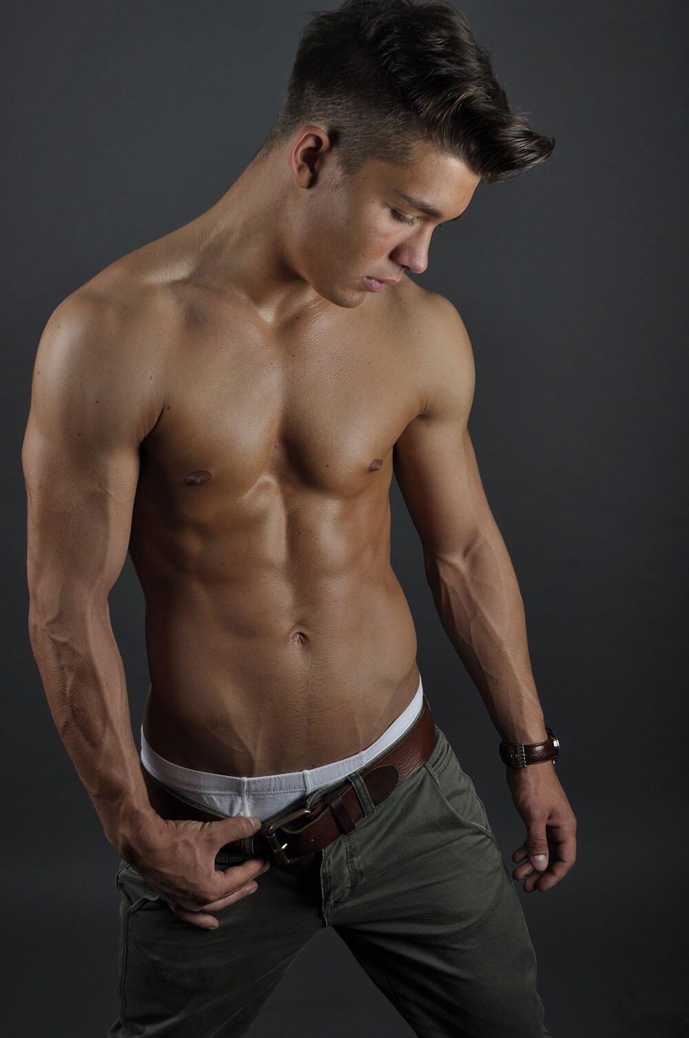 даже красивые парни голые в джинсах фото еще лучше это
