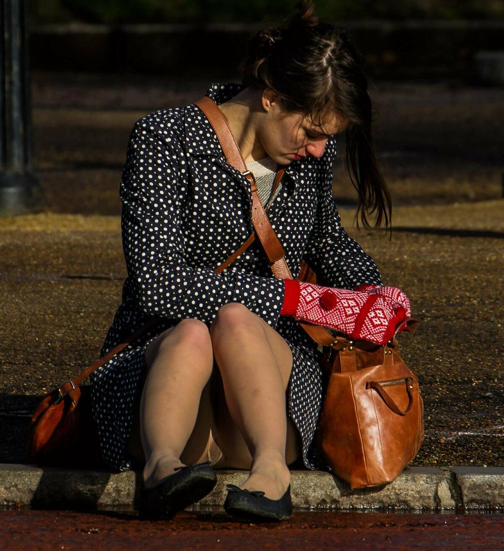 Смотреть фото под юбкой у девушек на улице