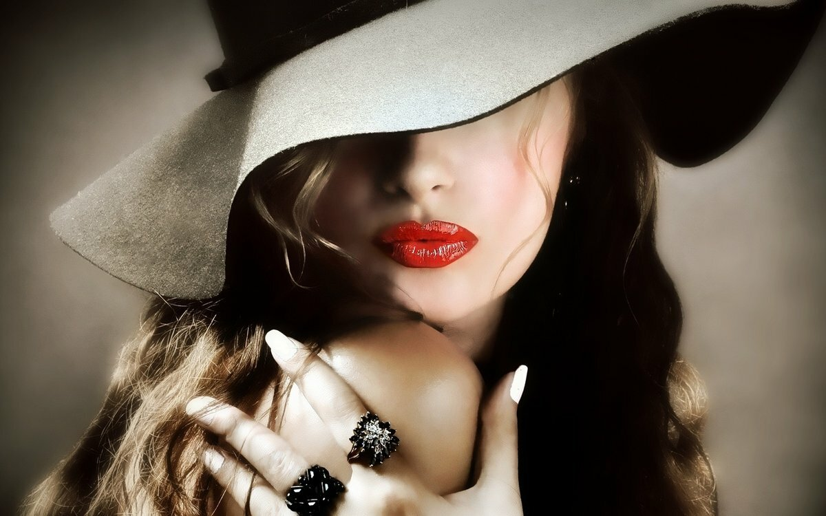 Картинки девушка в шляпе с закрытым лицом фото