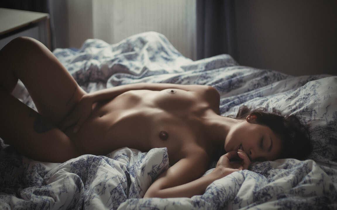 фото голой девушки в кровати с утра - 6