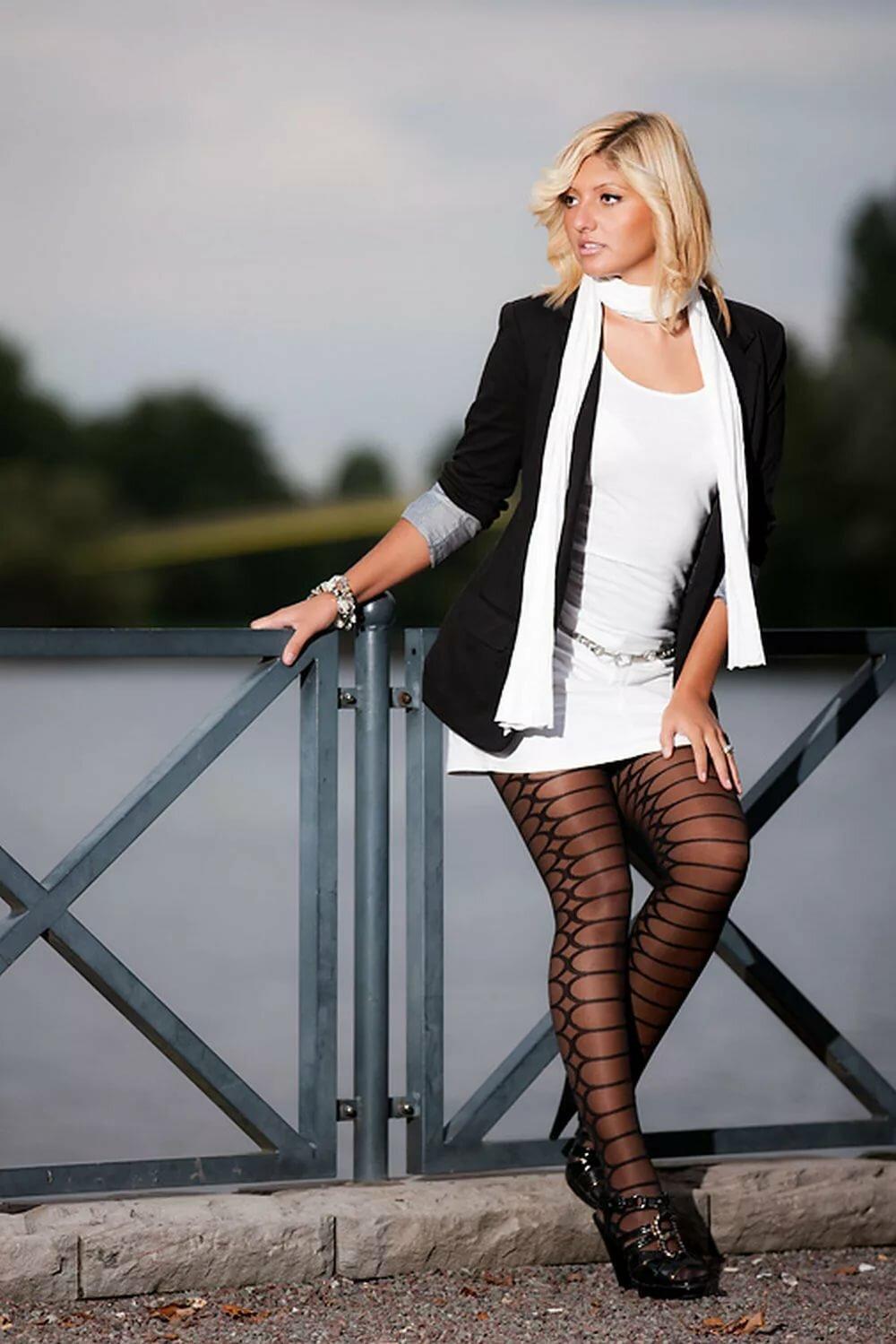 pattern black tights with black dress - HD1000×1499