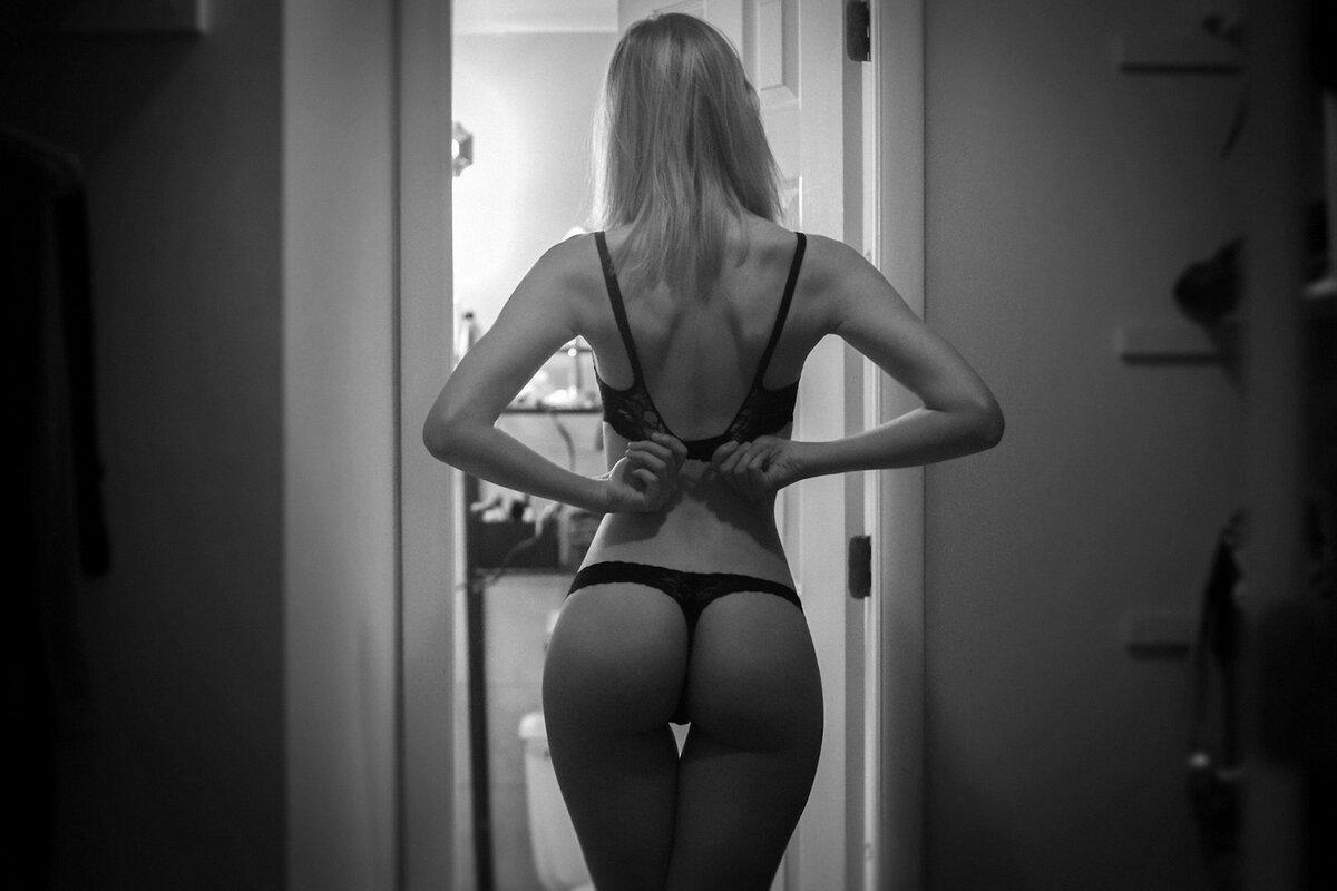 Красивые женские попки черно белое фото, кончил в страстную брюнетку порно