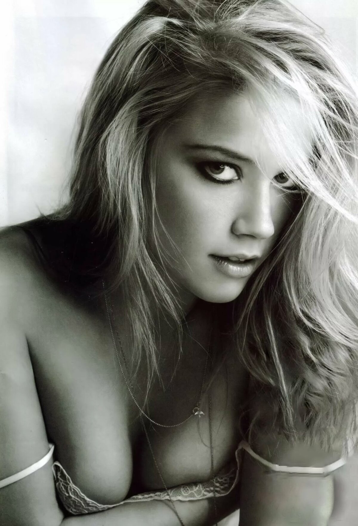 hot-naked-amber-heard-topless-pics-first