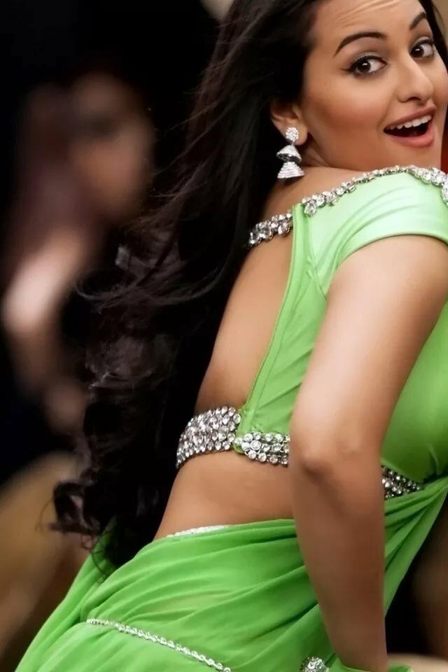 Short bio of hot and sexy bollywood actress urvashi rautela