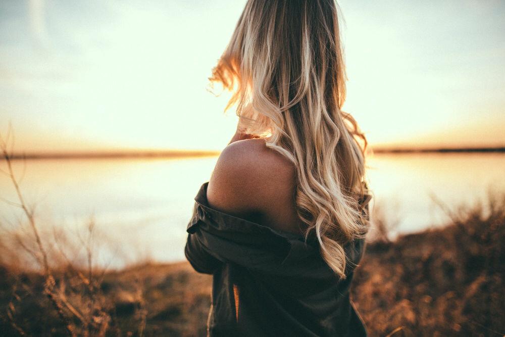День, прикольные картинки на аву для девушек со спины блондинки
