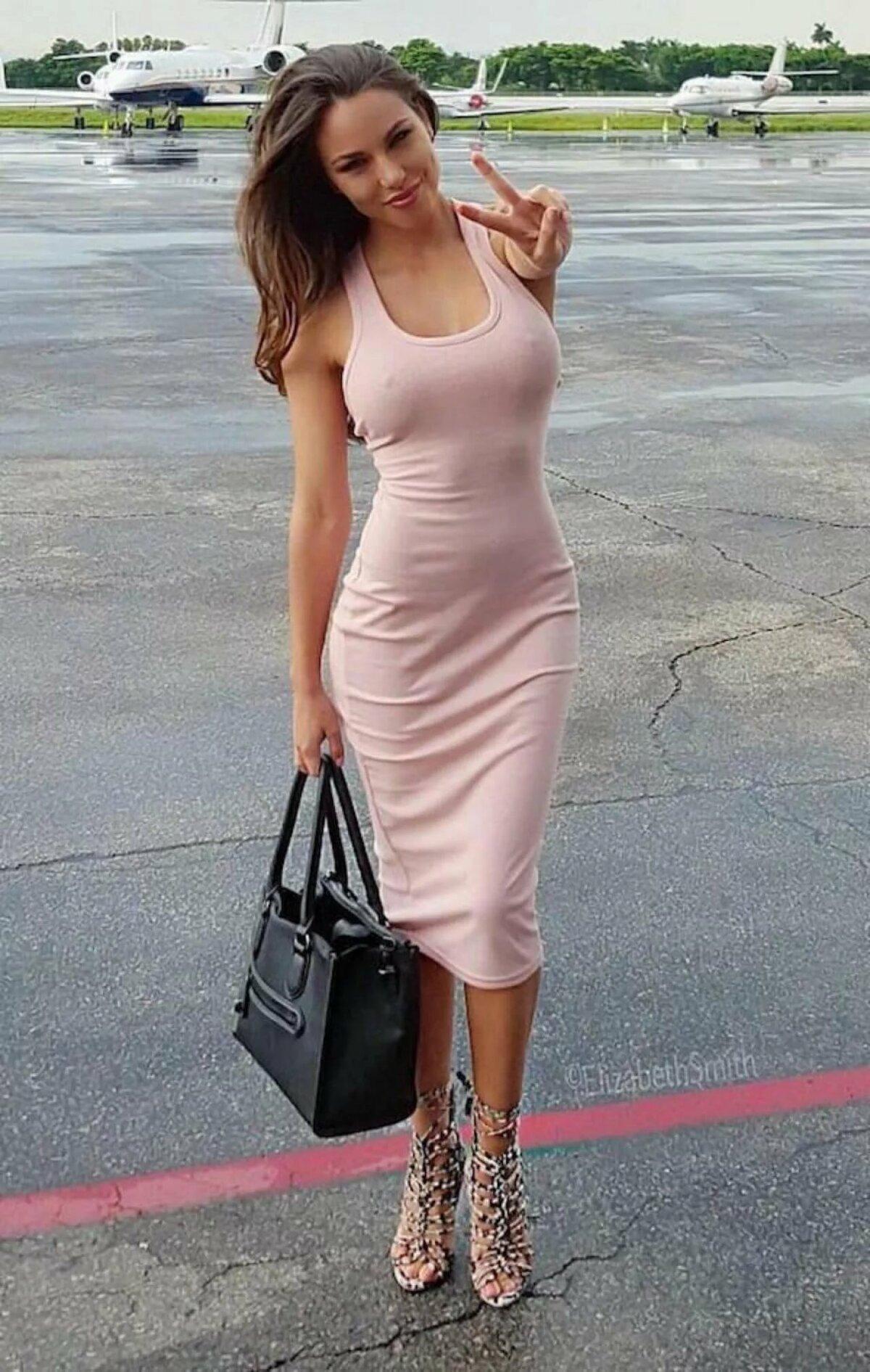 Девушка без лифчика платье фото, женщины в сапогах и юбках