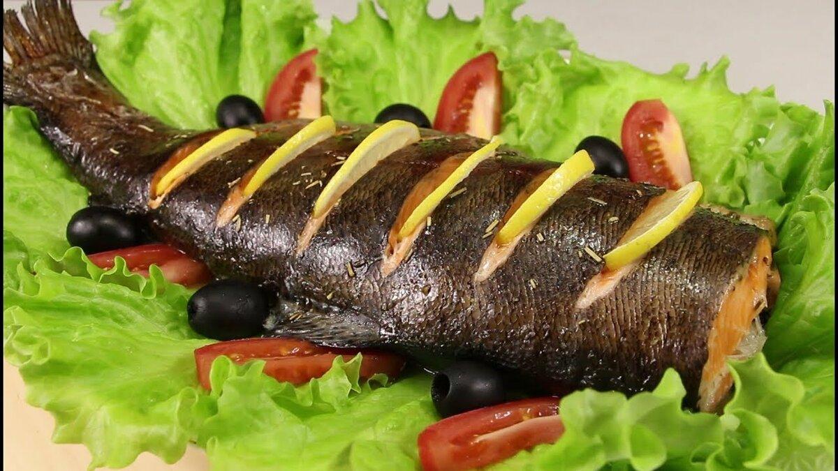 праздничное блюдо из форели рыбы с фото столе